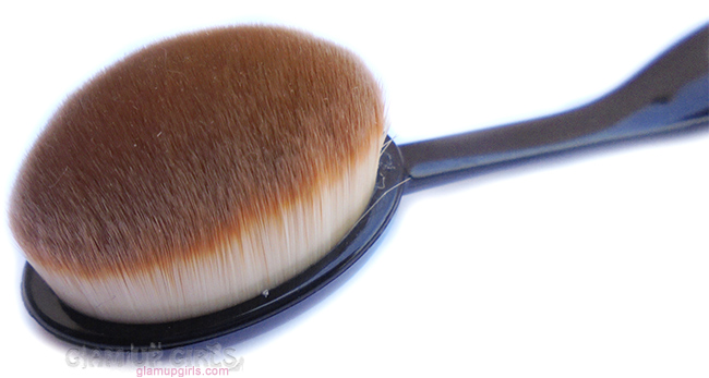 Blush, contour or highlighter oval brush