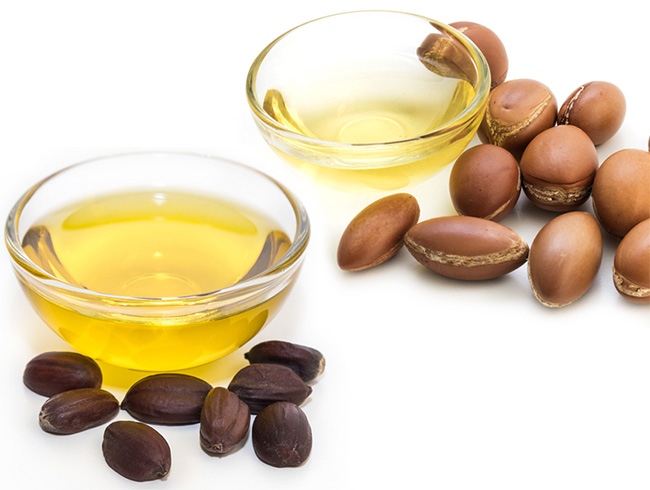 Jojoba oil and argan oil for hairs