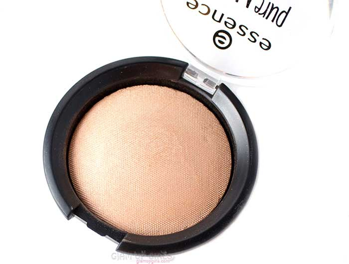 Essence Pure Nude Highlighter in Be My Highlight Review